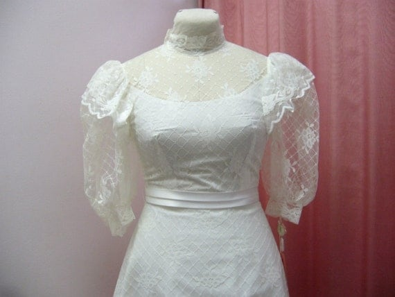 RESERVED 1970s White Shabby Chic Cottage Garden Wedding Dress Gown Size XS by Pronuptia de Paris