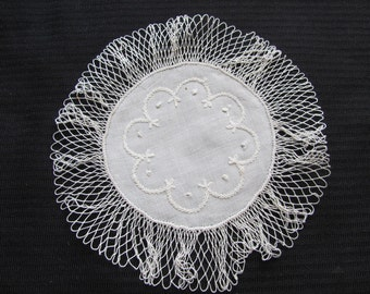 Pretty Vintage Crocheted Linen Doily 7 Inches Round