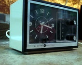 SALE - Vintage GE AM Clock Radio Works Great
