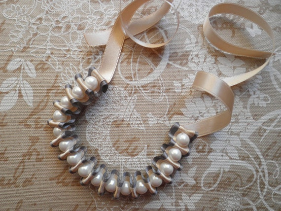 Ribbon bracelet with pearls - Grey and ivory ribbon bracelet with white glass pearls