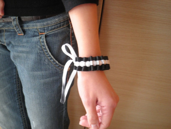 Black and white ribbon bracelet with white beads