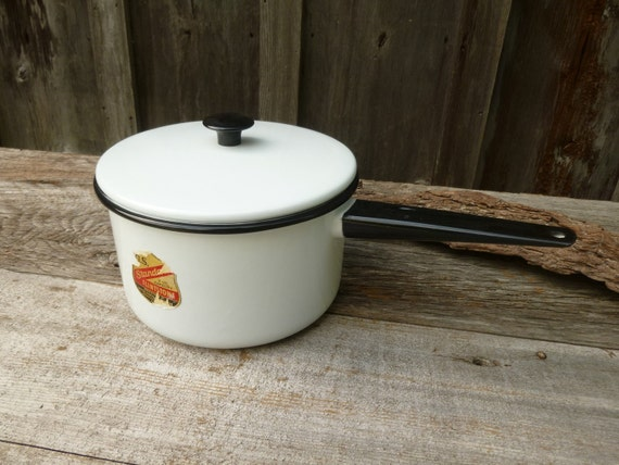 NOS 3 Quart Enamelware Pan with Lid