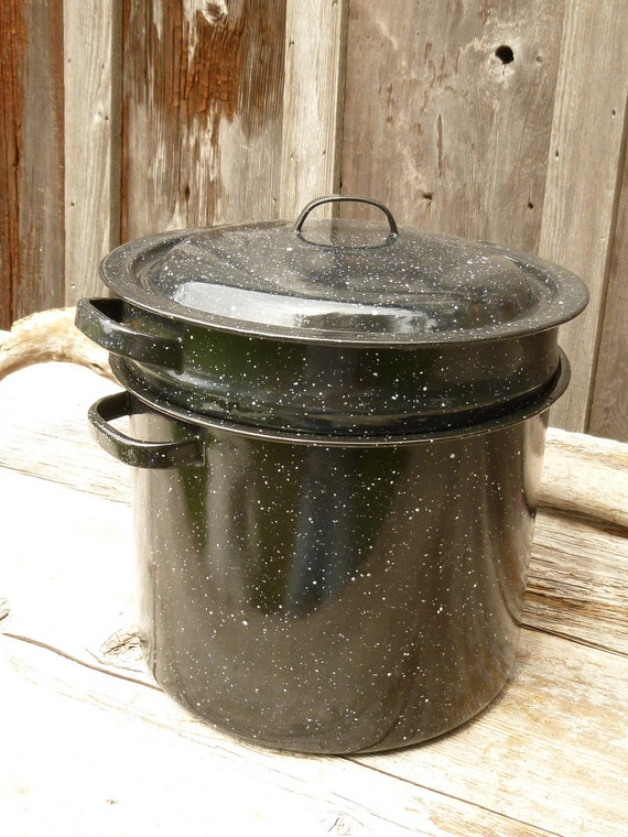 Like New Two gallon Graniteware Pot with Strainer Insert and Lid