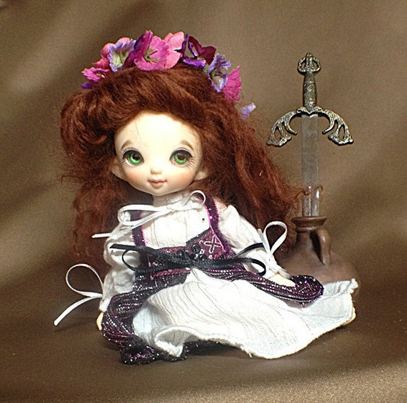 Magenta and White Renaissance Gown Outfit for Pukifee / Lati Yellow / 16cm  sized BJD