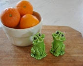 vintage frog salt and pepper shakers