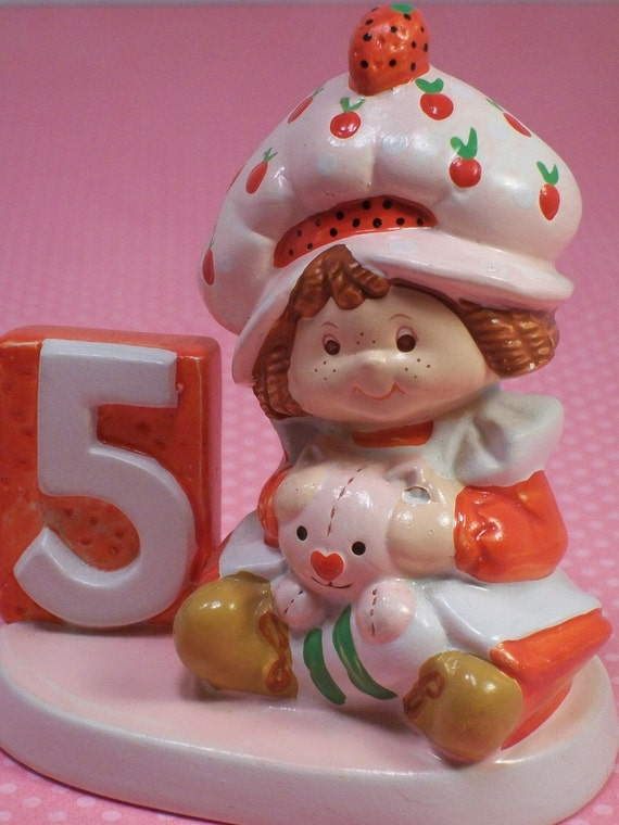 Strawberry Shortcake birthday figurine ceramic five 5 year old American Greetings vintage 1980s collectible Custard the cat red pink 50037