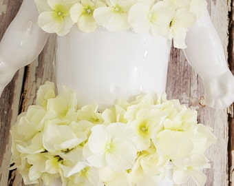 Cream Hydrangea bloomer and tube top set. Great for baby photography props. Fits approx newborn to approx 9mths.