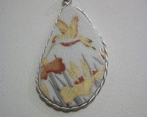FREE SHIPPING Handcut Pendant Recreated China Plate  Golden Hummingbird