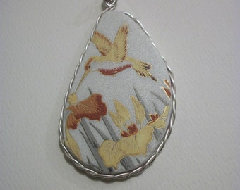 FREE SHIPPING Handcut Pendant Recreated China Plate  Golden Hummingbird