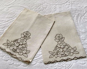 Vintage Ecru Pair of  Embroidered Guest Towels