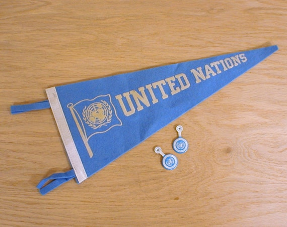 Souvenir Pennant and Pins United Nations