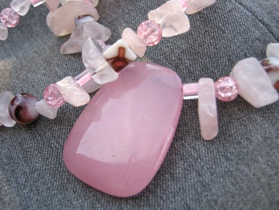 Sweet pink stones necklace, pink jade pendant, semi-precious stone chips, glass, trendy