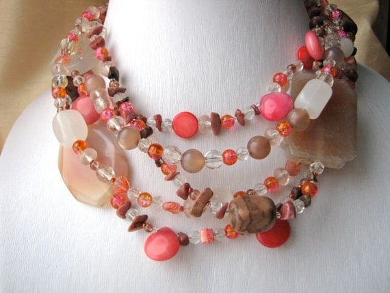 Juicy necklace - peach, strawberry, coral, pink, white, brown, sand