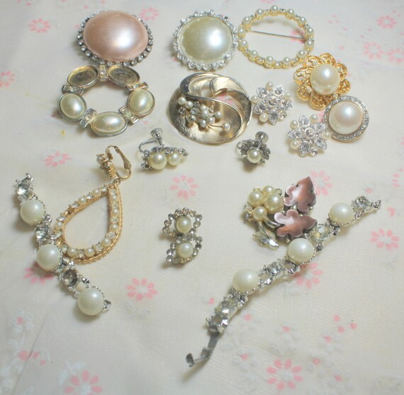STUNNING Lot of Vintage Salvaged  Pearl  and Rhinestone Jewelry Pieces Perfect For Bridal Assemblage