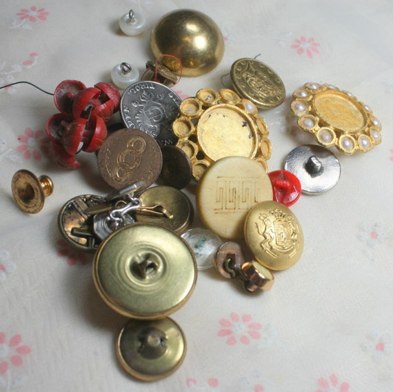 Nice Lot of Assorted Vintage Buttons Perfect for Assemblage