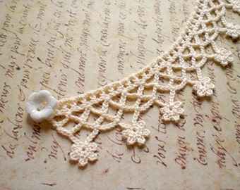 Crochet flower necklace choker / cream white cotton / romantic white flower button / Victorian inspired choker / Valentine's gift for her