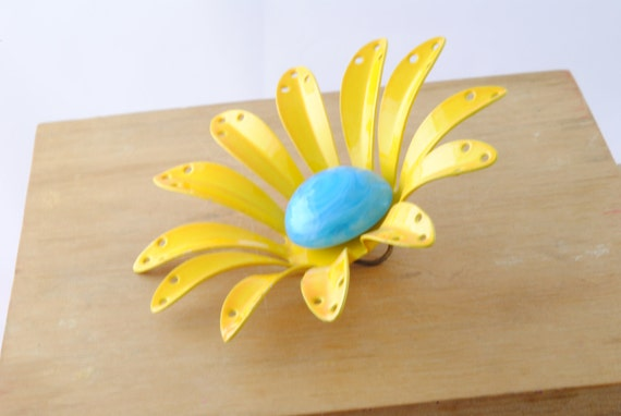Vintage Enamel Flower Part Finding Yellow Metal 75mm