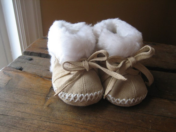 Adorable Vintage Baby Booties shoes size 0-3 M - For Infants or Large Dolls