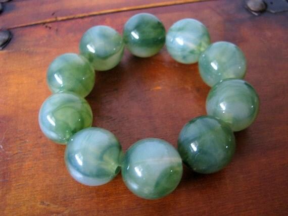 75% OFF SALE - vintage mod green beaded stretch bracelet