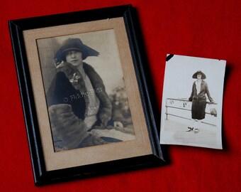 Old Pictures   FLAPPER Photo   1920s Roaring Twenties   Furs Jewels Hat   Antique Photos