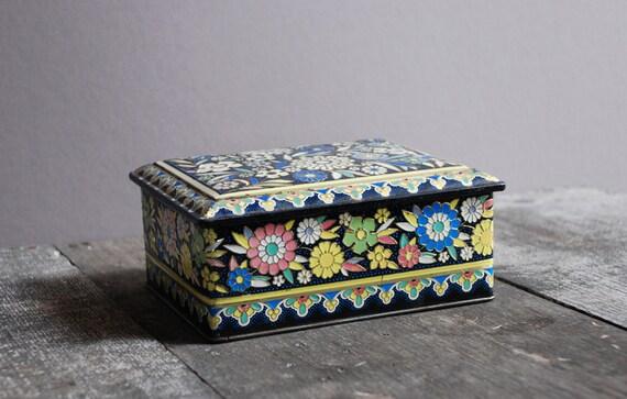 Vintage Floral Pattern Biscuit Tin