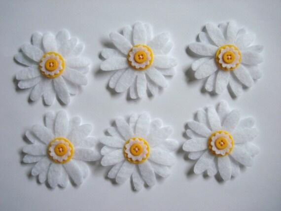 Set of 6pcs - handmade felt Daisy with button - white (DA2)