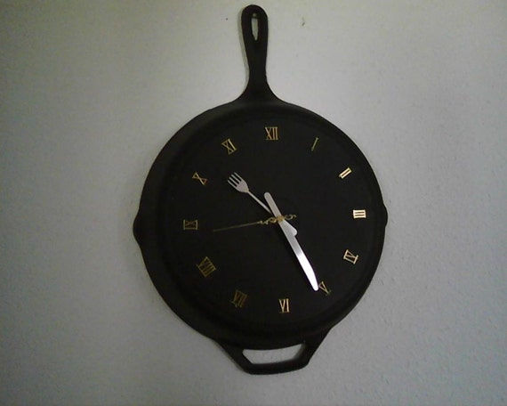 Items Similar To 12 Quot Recycled Cast Iron Fry Pan Clock On Etsy
