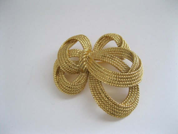 Trifari Goldtone Brooch Bow Vintage