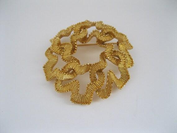 Trifari Goldtone Round Brooch Vintage