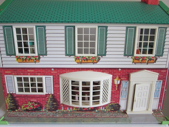 Vintage 1950 Tin Dollhouse Wolverine With Family And Furniture