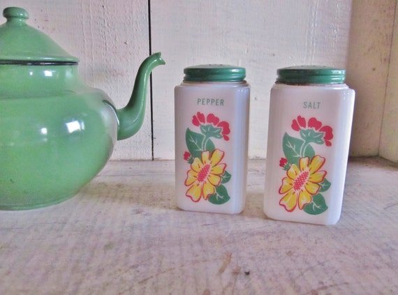 Vintage Kitchen Tipp City Salt and Pepper Shakers Green Kitchen