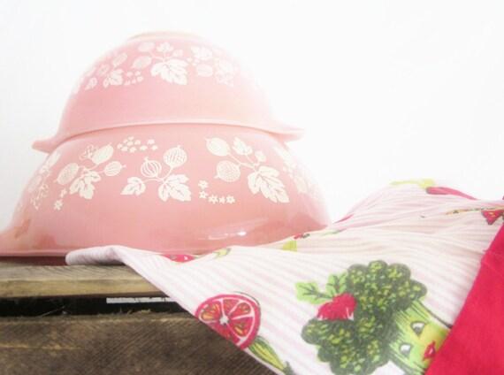 Vintage Kitchen Pyrex Gooseberry Pink Cinderella Nesting Bowls