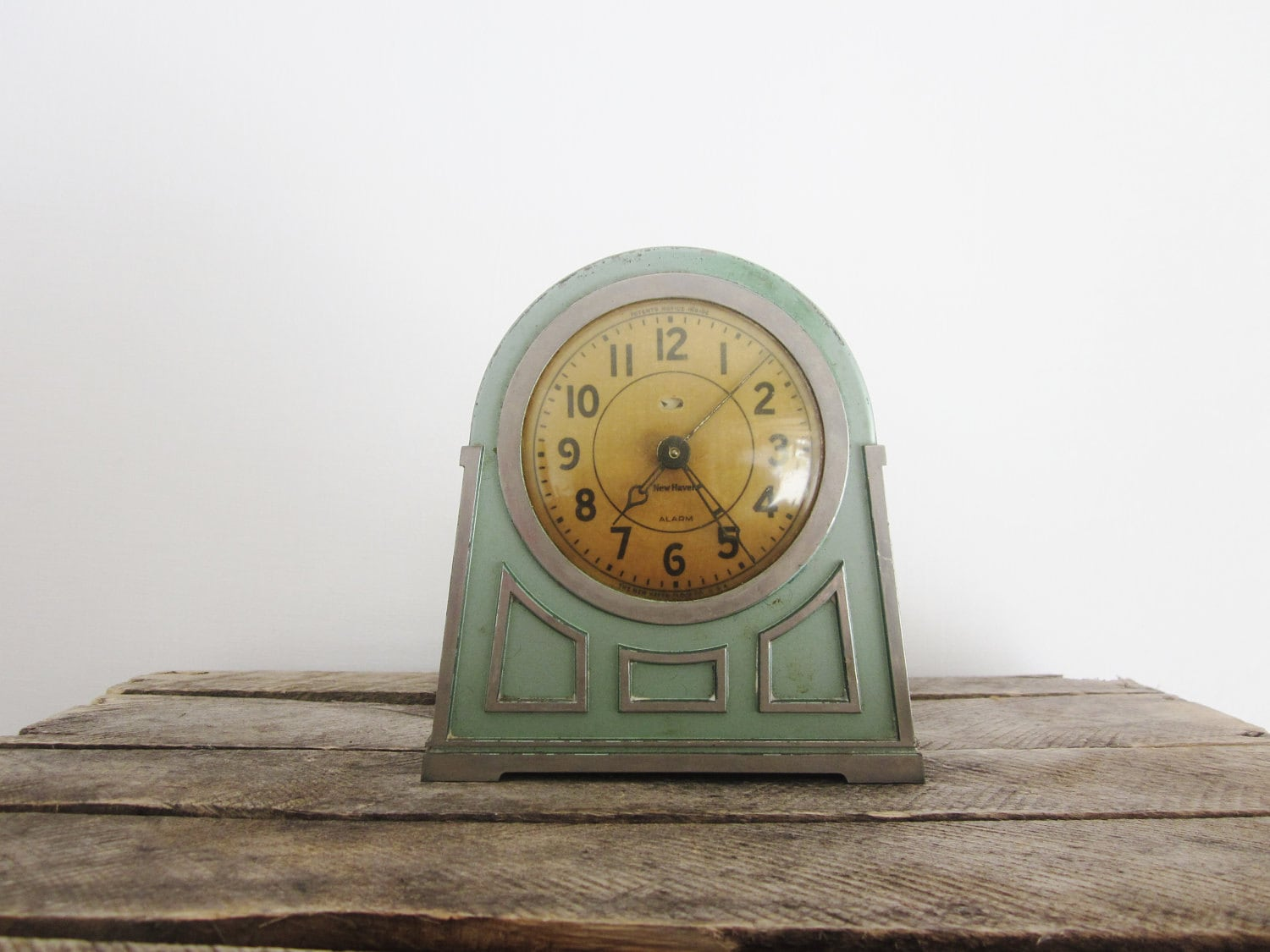 Vintage art deco alarm clock mint green bubble glass face art Art deco alarm clocks