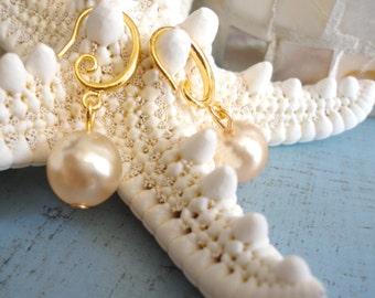 Gold Pearl Earrings Vintage Glass Pearl Earrings Pearl Drop Earrings Gold Pearls Earring Pearl Gold Jewelry Dangle Earrings