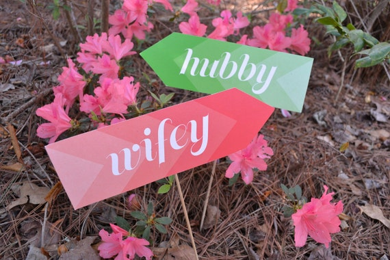 Hubby and Wifey Signs Photo Props - Custom