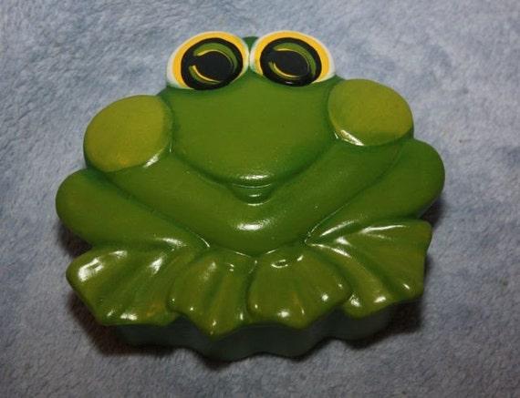 Handpainted Ceramic Green Frog Box
