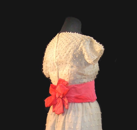 White wedding or Prom knubby dress with fabulous pink bow, 60s, xs