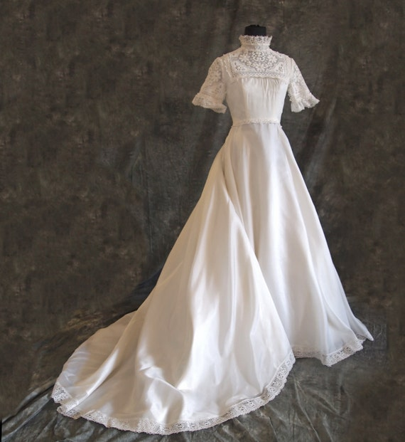 White Vintage Wedding Dress Short Sleeved S 70s By