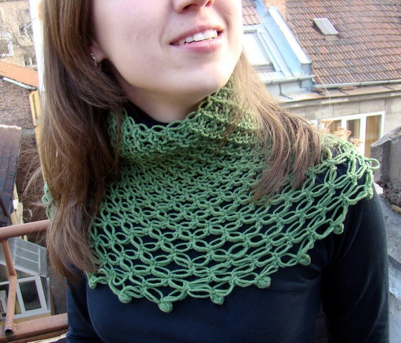 Salomon's knot green grass cashmere crocheted neck warmer by olimpa