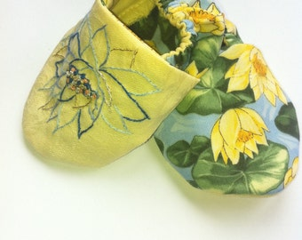 Hand-embroidered Lotus baby slippers