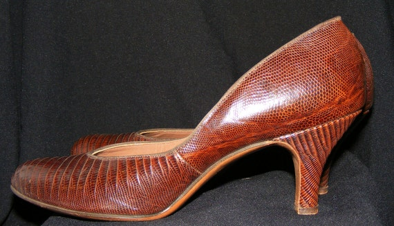 RESERVED Vintage Classic Reptile Lizard BabyDoll Pumps Heels 1940s early 50s Shoes 8-9 N