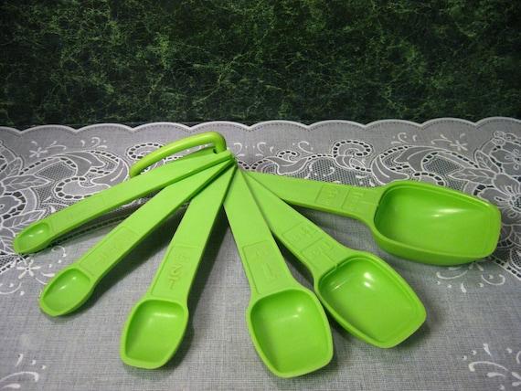 Vintage Tupperware: Tupperware Six Apple Green Measuring Spoons with Ring