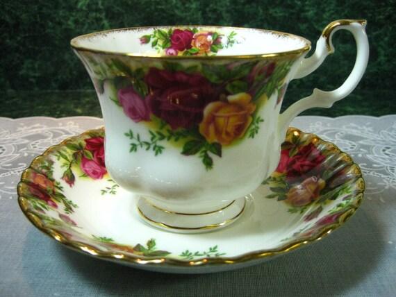 Vintage Teacup: Royal Albert Old Country Roses Teacup & Saucer