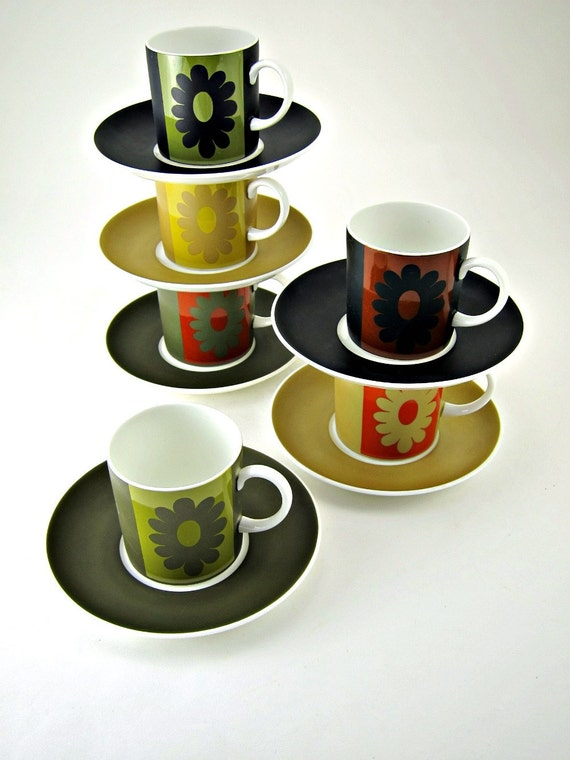 Susie Cooper Carnaby Daisy coffee can set of 6 with box