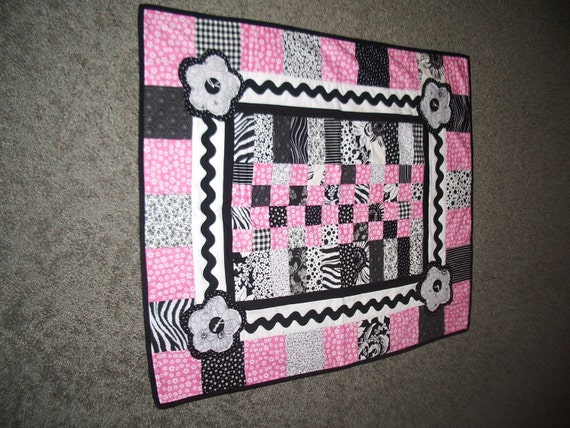 Trendy baby girl quilt in black white pink