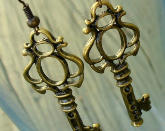 Steampunk pirate Victorian goth  earrings pendant charmCUTE KEY to your HEART earrings