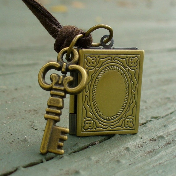 Steampunk Victorian pendant charm pirate pendant Necklace locket  MAGICAL Locket Key Set Necklace