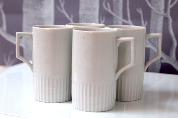 Vintage - Set of 4 delicate white coffee mugs.