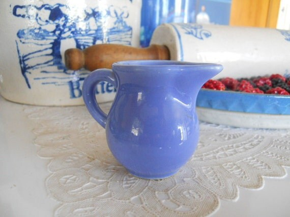 Homer Laughlin Individual Creamer - Blue