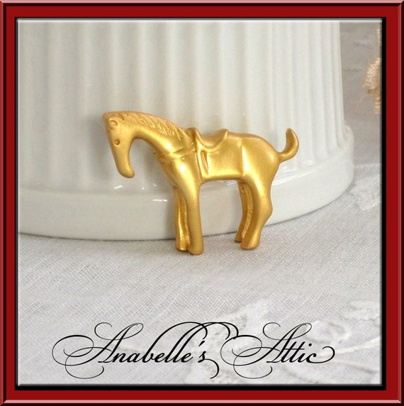 Small Gold Horse Pin / Horse with Saddle / Equestrian / Horseback Riding / Horse Lover / Ranch / Matte Gold Tone Metal / 1980s